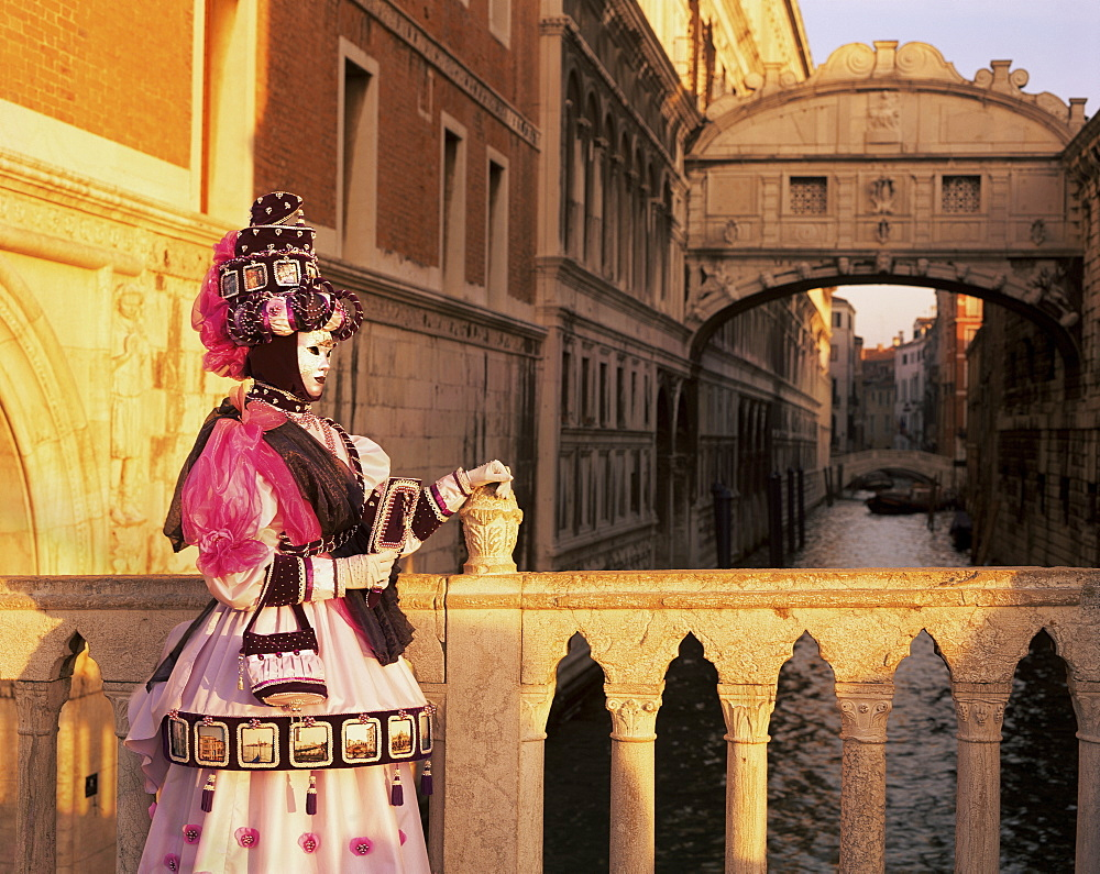 Carnival costume and the Bridge of Sighs, Venice, Veneto, Italy, Europe - 699-20