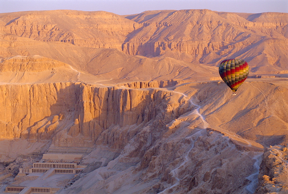 Hot air balloon floating over the Temple of Hatshepsut, Valley of the Kings, Luxor, West Bank, Egypt *** Local Caption ***