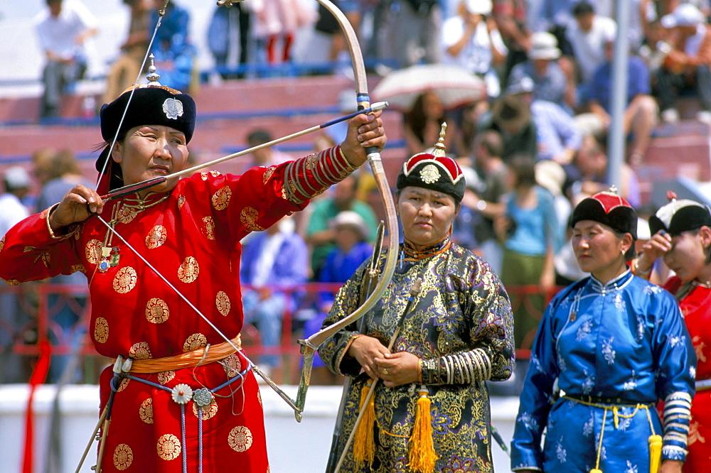 Archery contest, Naadam festival, Oulaan Bator (Ulaan Baatar), Mongolia, Central Asia, Asia