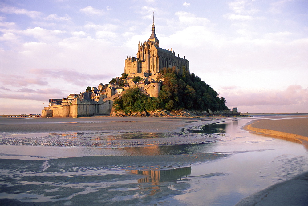 Mont Saint Michel (Mont-St. Michel), UNESCO World Heritage Site, Manche, Normandie (Normandy), France, Europe - 712-2008