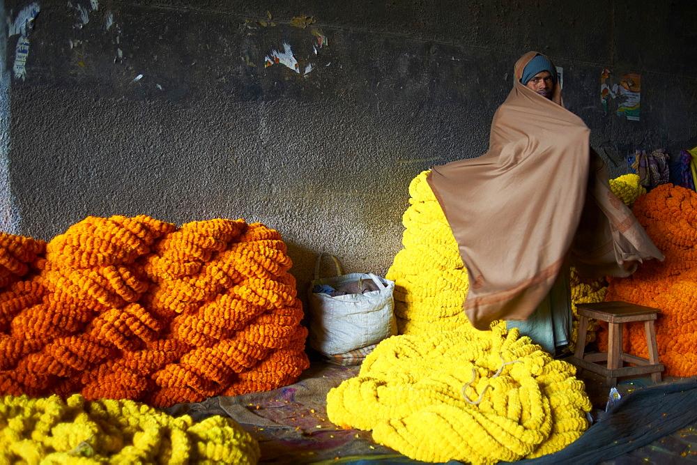 Mullik Ghat flower market, Kolkata, West Bengal, India, Asia