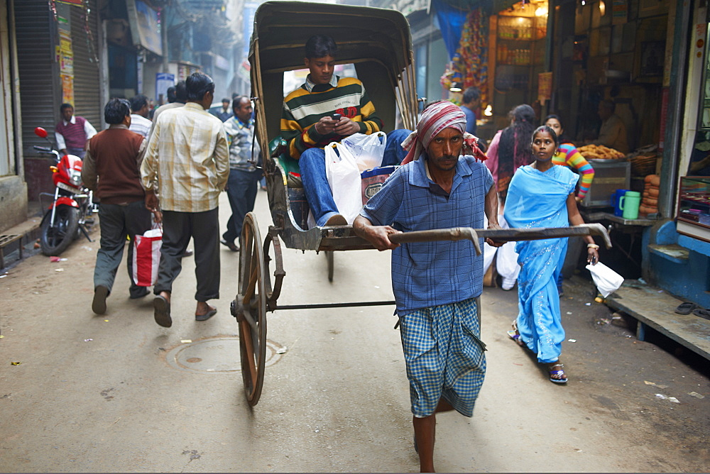 Rickshaw on the street, Kolkata, West Bengal, India, Asia