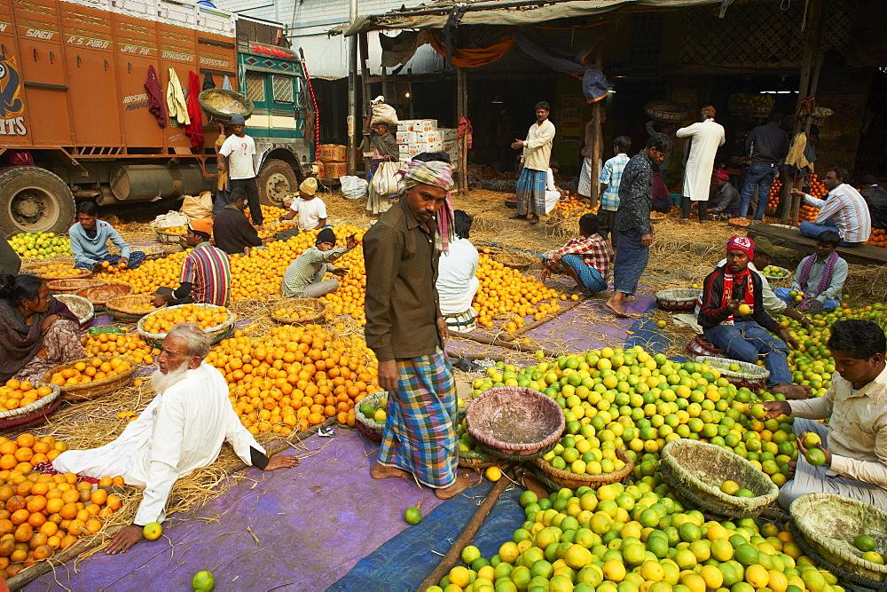 Fruit market, Kolkata (Calcutta), West Bengal, India, Asia