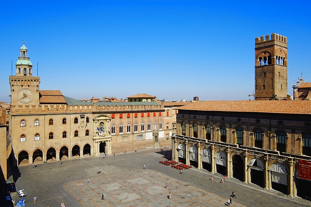 View of Piazza Maggiore, Palazzo del Podesta, Bologna, Emilia-Romagna, Italy, Europe