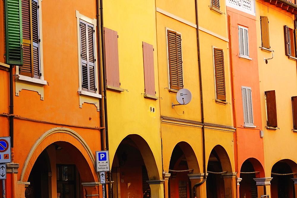 Arcade on the Via Mascarella in the old city, Bologna, Emilia-Romagna, Italy, Europe