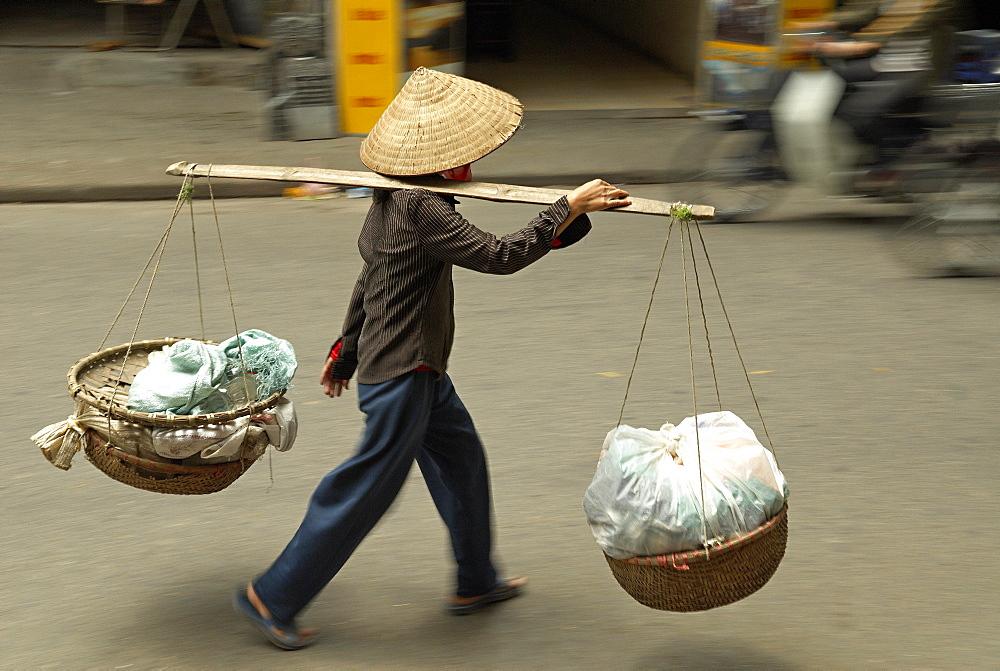 Porter in the Old Quarter, Hanoi, Vietnam, Indochina, Southeast Asia, Asia