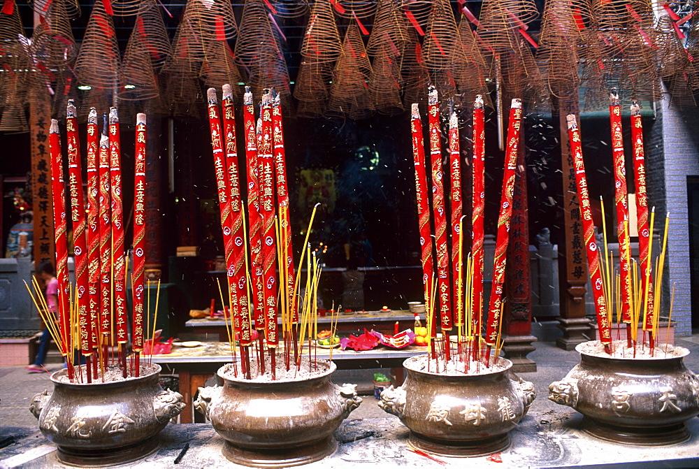 Incense, Quan Am Pagoda in the Chinese quarter of Cholon, Ho Chi Minh City (Saigon), Vietnam, Indochina, Southeast Asia, Asia