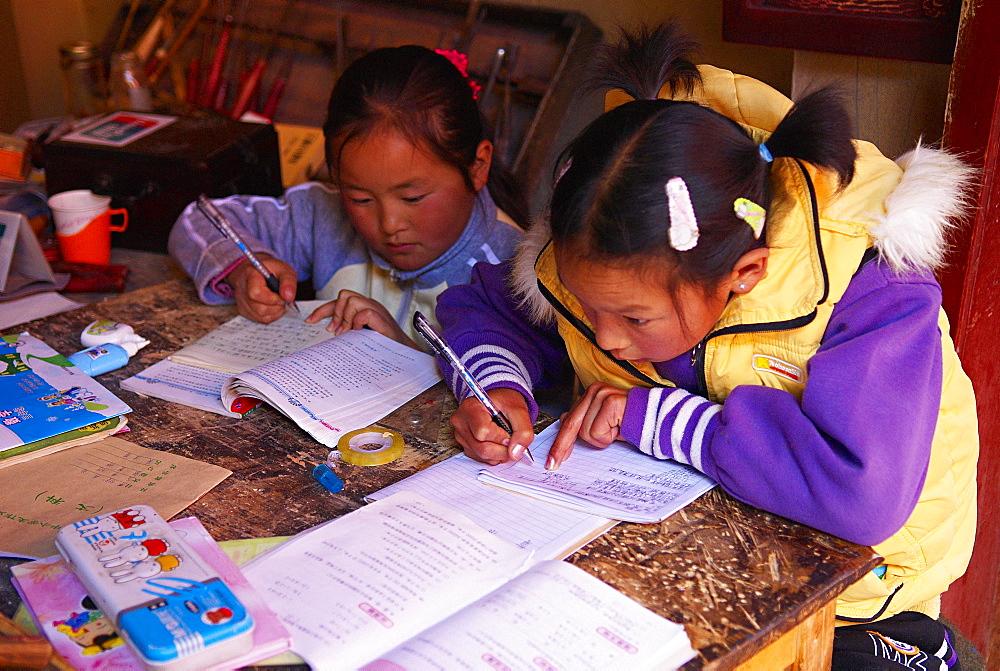School girls, Lijiang, Yunnan Province, China, Asia