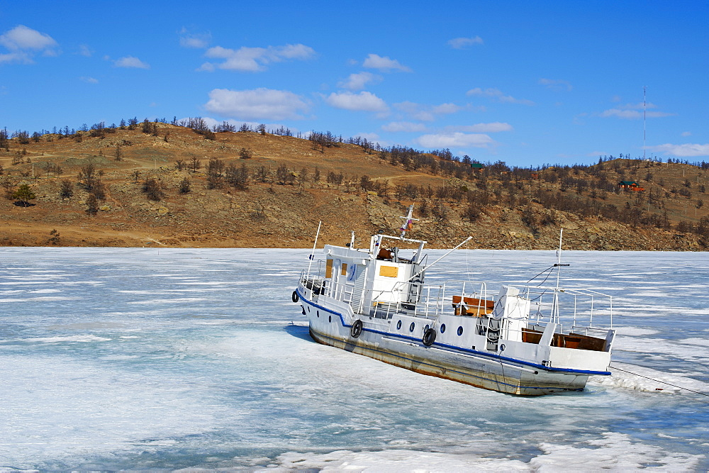 Frozen Harbour of Khoujir, Maloe More (Little Sea), frozen lake during winter, Olkhon island, Lake Baikal, UNESCO World Heritage Site, Irkutsk Oblast, Siberia, Russia, Eurasia  - 712-2664