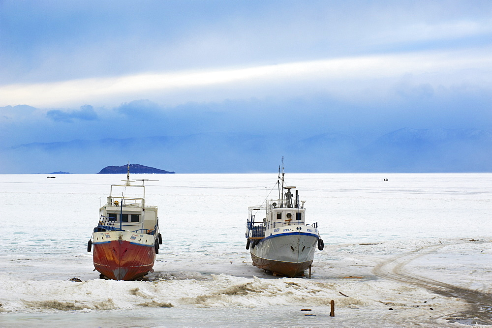 Frozen Harbour of Khoujir, Maloe More (Little Sea), frozen lake during winter, Olkhon island, Lake Baikal, UNESCO World Heritage Site, Irkutsk Oblast, Siberia, Russia, Eurasia - 712-2665