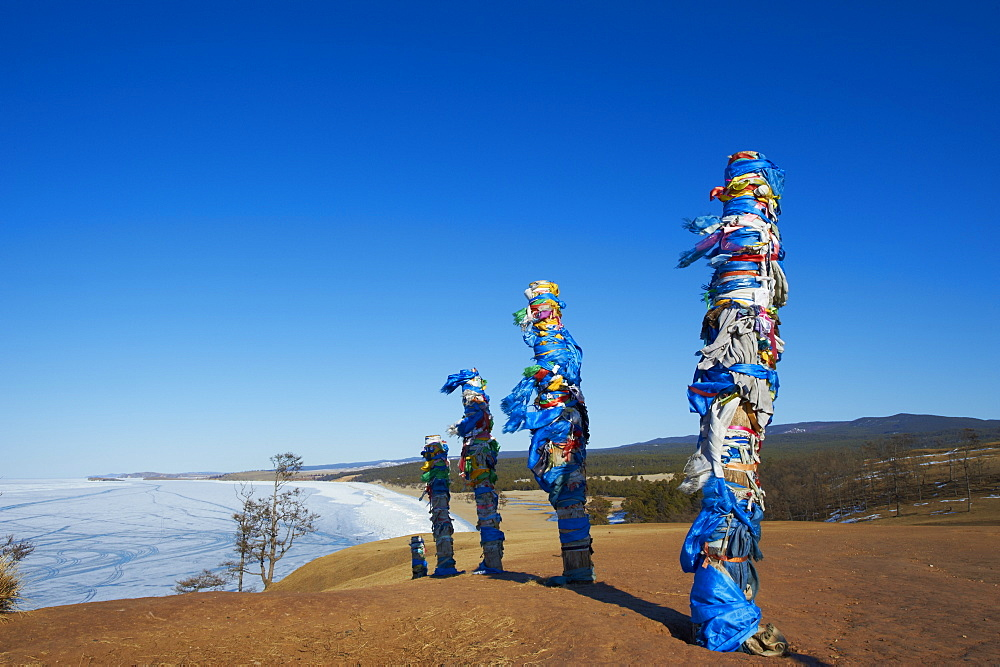 Shaman rock, Maloe More (Little Sea), frozen lake during winter, Olkhon island, Lake Baikal, UNESCO World Heritage Site, Irkutsk Oblast, Siberia, Russia, Eurasia  - 712-2666