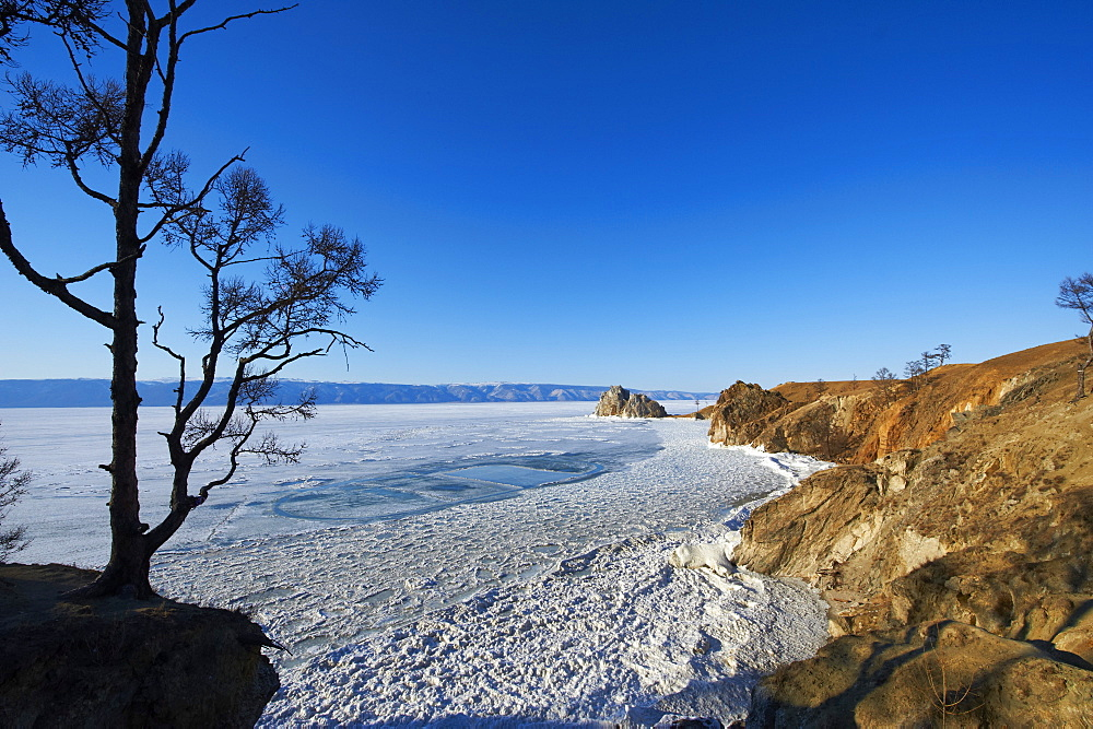 Shaman rock, Maloe More (Little Sea), frozen lake during winter, Olkhon island, Lake Baikal, UNESCO World Heritage Site, Irkutsk Oblast, Siberia, Russia, Eurasia  - 712-2668