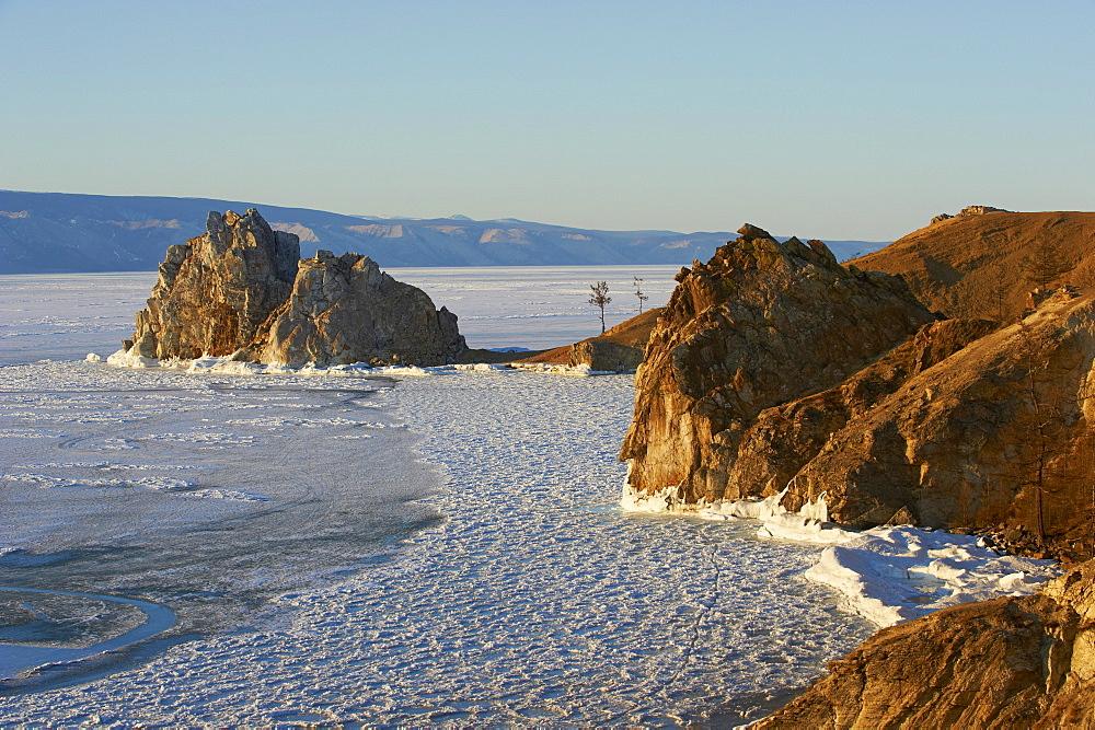 Shaman rock, Maloe More (Little Sea), frozen lake during winter, Olkhon island, Lake Baikal, UNESCO World Heritage Site, Irkutsk Oblast, Siberia, Russia, Eurasia  - 712-2669