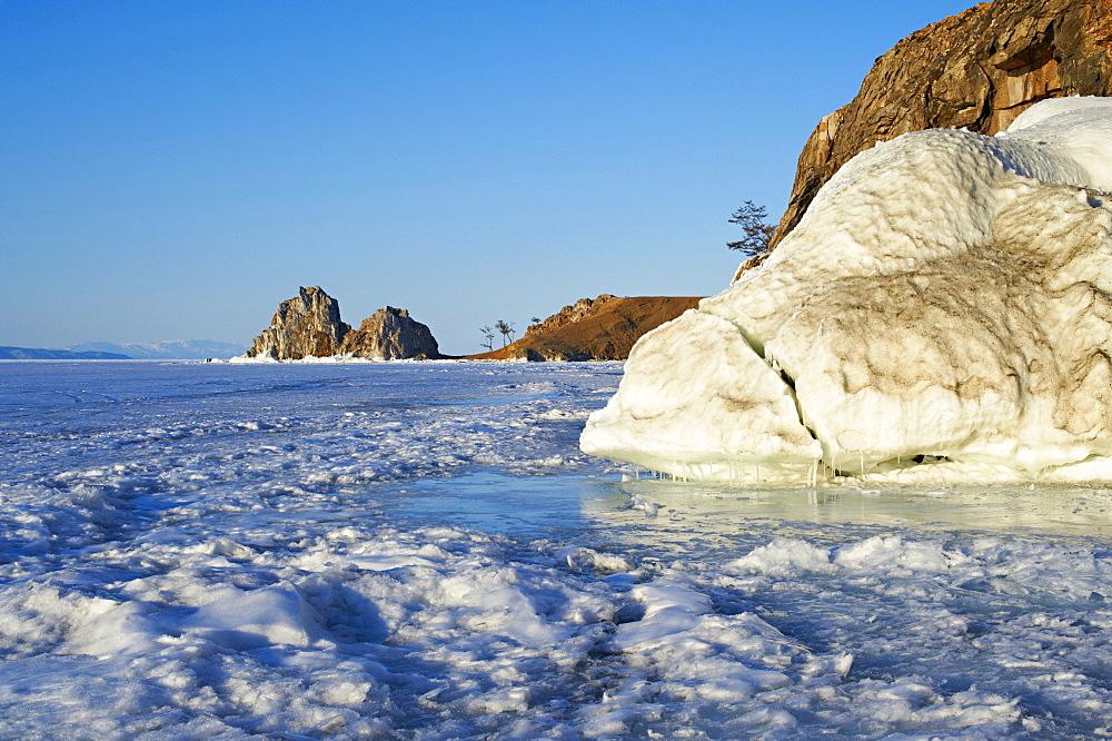 Shaman rock, Maloe More (Little Sea), frozen lake during winter, Olkhon island, Lake Baikal, UNESCO World Heritage Site, Irkutsk Oblast, Siberia, Russia, Eurasia  - 712-2672