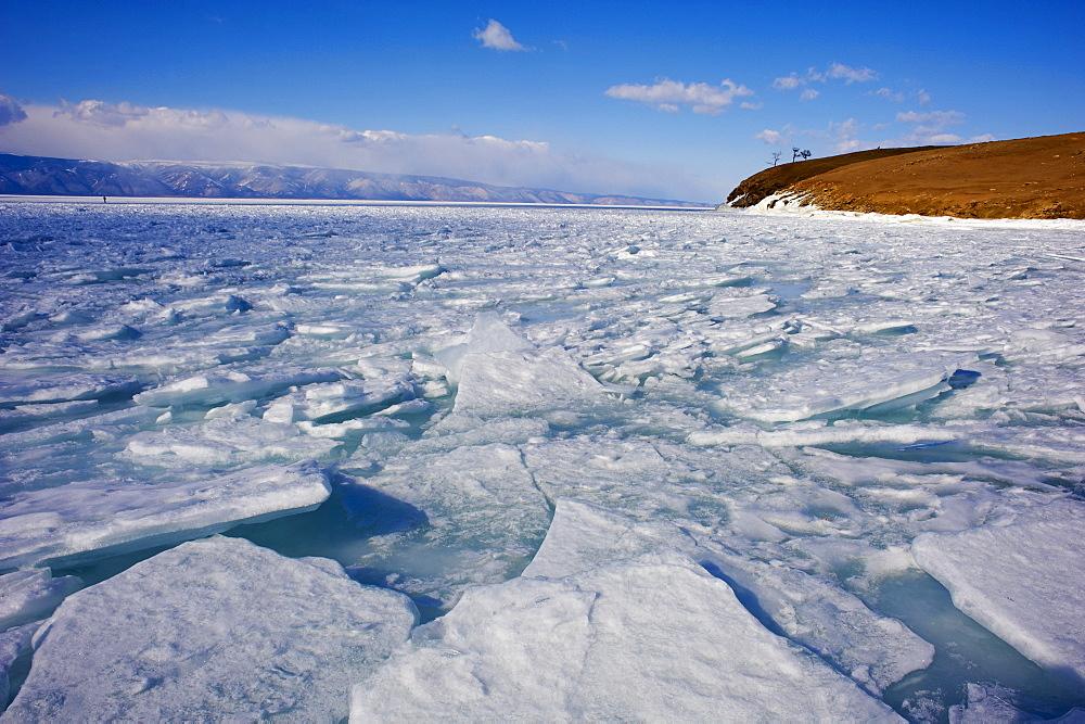 Maloe More (Little Sea), frozen lake during winter, Olkhon island, Lake Baikal, UNESCO World Heritage Site, Irkutsk Oblast, Siberia, Russia, Eurasia  - 712-2673