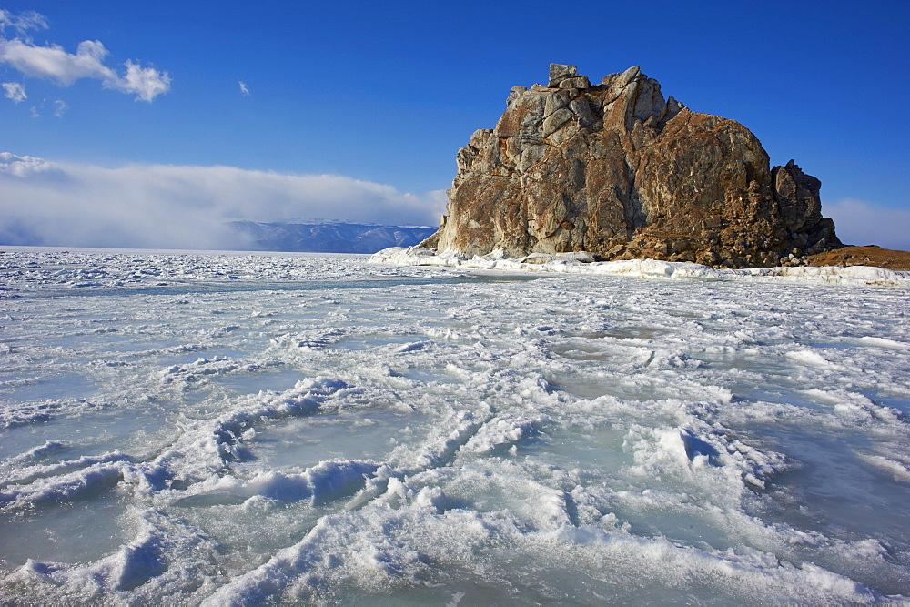 Shaman rock, Maloe More (Little Sea), frozen lake during winter, Olkhon island, Lake Baikal, UNESCO World Heritage Site, Irkutsk Oblast, Siberia, Russia, Eurasia  - 712-2674