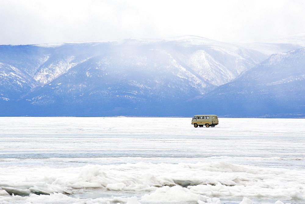 Driving on the lake, Maloe More (Little Sea), frozen lake during winter, Olkhon island, Lake Baikal, UNESCO World Heritage Site, Irkutsk Oblast, Siberia, Russia, Eurasia  - 712-2677