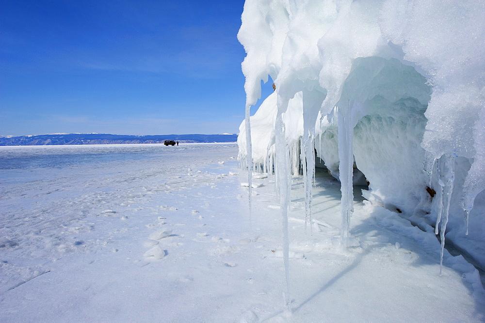 Maloe More (Little Sea), frozen lake during winter, Olkhon island, Lake Baikal, UNESCO World Heritage Site, Irkutsk Oblast, Siberia, Russia, Eurasia  - 712-2682