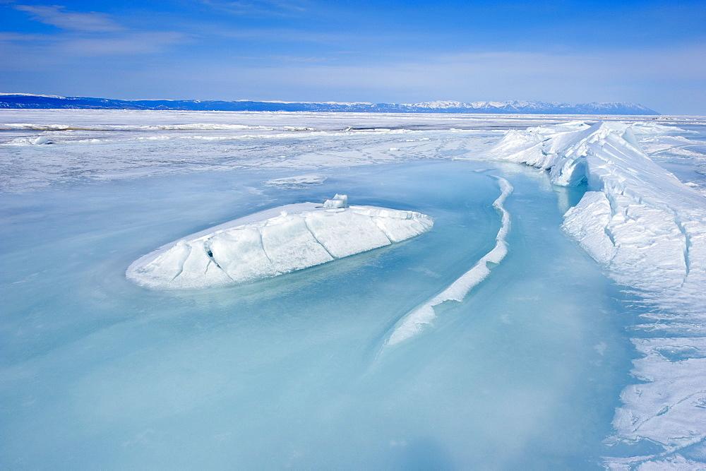 Maloe More (Little Sea), frozen lake during winter, Olkhon island, Lake Baikal, UNESCO World Heritage Site, Irkutsk Oblast, Siberia, Russia, Eurasia  - 712-2684