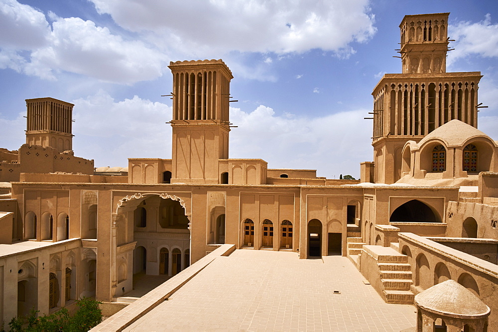 Traditional house with the badgir (windtowers), Aghazadeh, Abarkuh, Yazd Province, Iran, Middle East - 712-2847