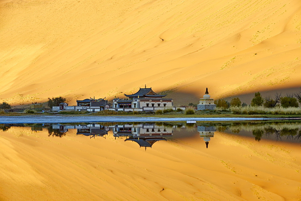 Mongol monastery of Badain Jilin, Badain Jaran Desert, Gobi Desert, Inner Mongolia, China, Asia - 712-2943