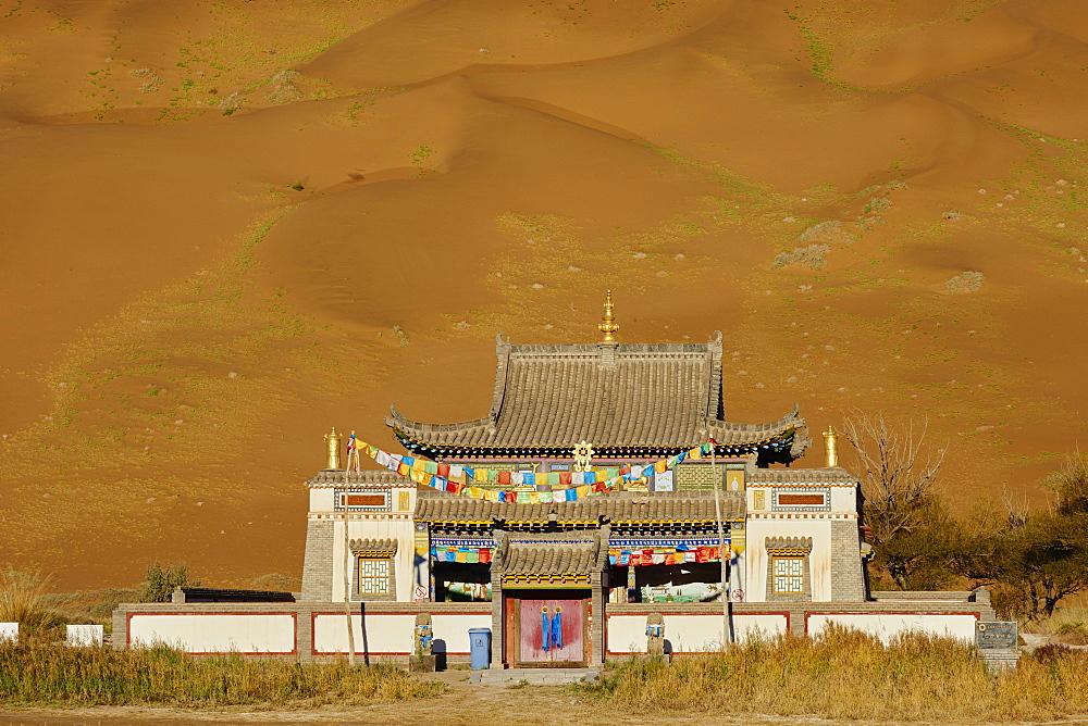 Mongol monastery of Badain Jilin, Badain Jaran Desert, Gobi Desert, Inner Mongolia, China, Asia