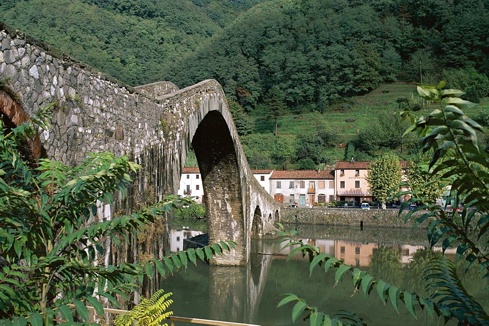 Pont du Diable (Devil's Bridge), Borgo a Mozzano, Lucca, Tuscany, Italy, Europe