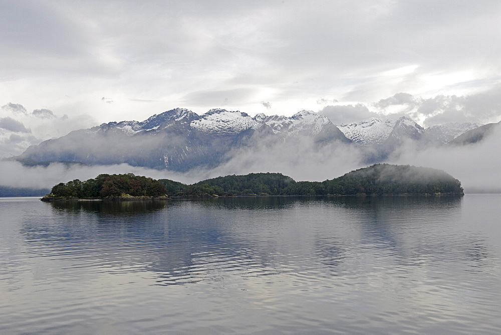 Lake Manapouri, Doubtful Sound, Fiordland National Park, UNESCO World Heritage Site, Southland, South Island, New Zealand, Pacific