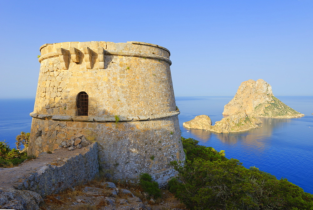 Torre des Savinar and Es Vedra Islands in background, Ibiza, Balearic Islands, Spain, Mediterranean, Europe