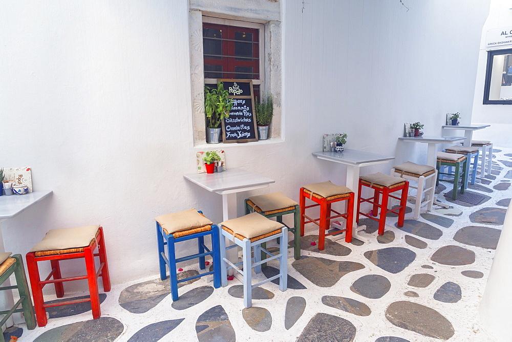 Outdoor cafe, Mykonos Town, Mykonos, Cyclades Islands, Greek Islands, Greece, Europe
