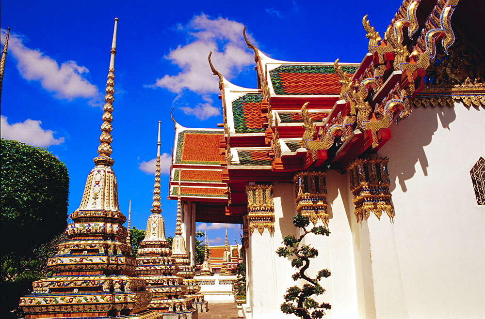 Temples and chedis of Wat Pho, Bangkok, Thailand
