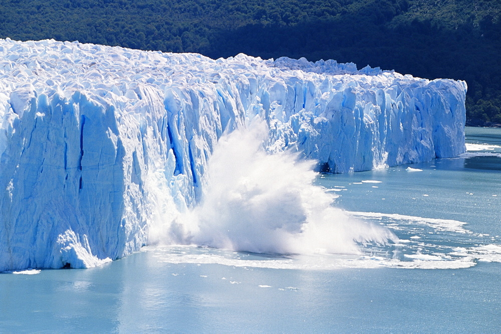 Glacier ice melting and icebergs at Perito Moreno, Moreno Glacier, Parque Nacional Los Glaciares, UNESCO World Heritage Site, Patagonia, Argentina, South America - 718-953