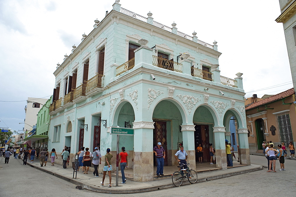 Popular cafe in Plaza de la Solidaridad (Solidarity Square), CamagŸey, Cuba, West Indies, Central America