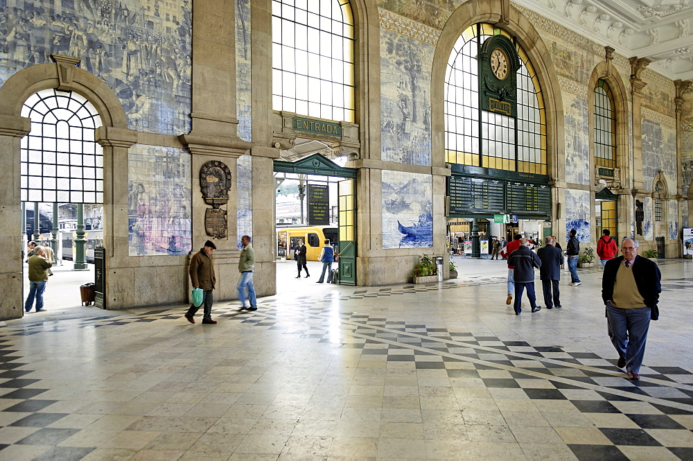 Interior of the Sao Bento Railway Station, decorated with tiles (azulejos) illustrating historical events, painted by Jorge Colalo, Porto, Portugal, Europe