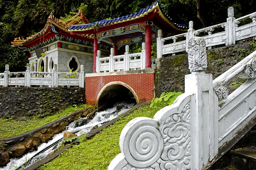 Mausoleum of Eternal Spring, Gorge of Taroko, Taroko National Park, Hualian city area, Taiwan, Republic of China, Asia