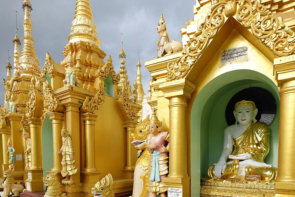 The Shwedagon Pagoda, Yangon (Rangoon), Yangon region, Republic of the Union of Myanmar (Burma), Asia  - 724-2351