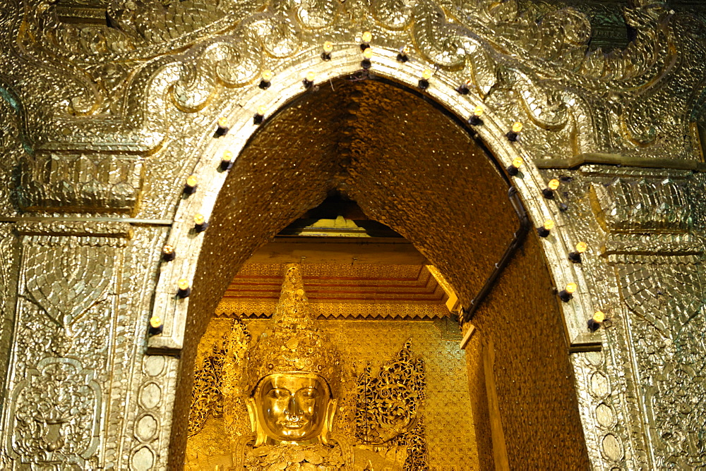 View of the Great Image, Mahamuni Buddha Temple, Mandalay division, Republic of the Union of Myanmar (Burma), Asia