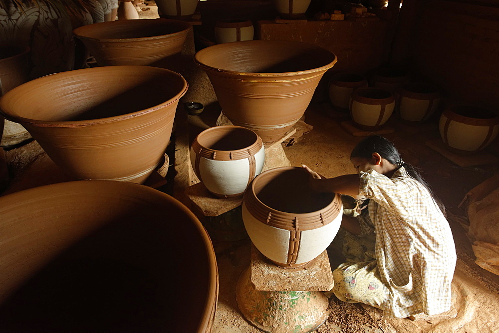Potter in Nwe Nyein, a pottery town along the Irrawaddy river, Mandalay Division, Republic of the Union of Myanmar (Burma), Asia