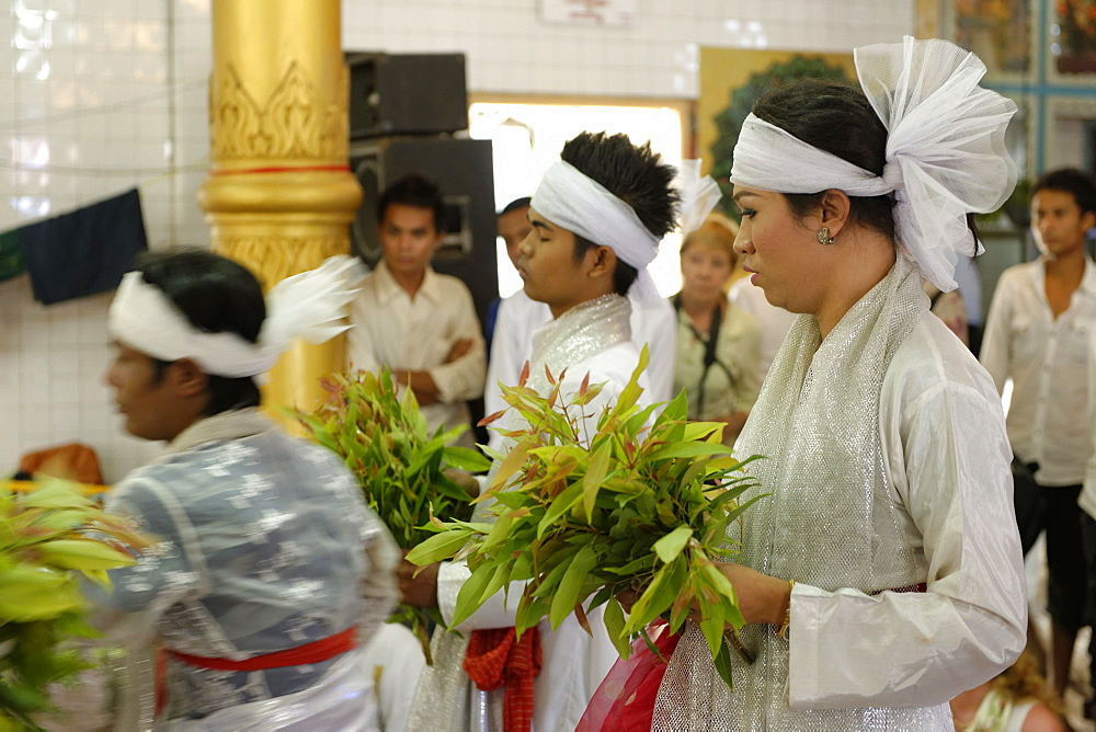 Festival of Ko Myo Shin, one of the most important nats (spirits) of the national pantheon, Pyin U Lwin (Maymyo), Mandalay Division, Republic of the Union of Myanmar (Burma), Asia