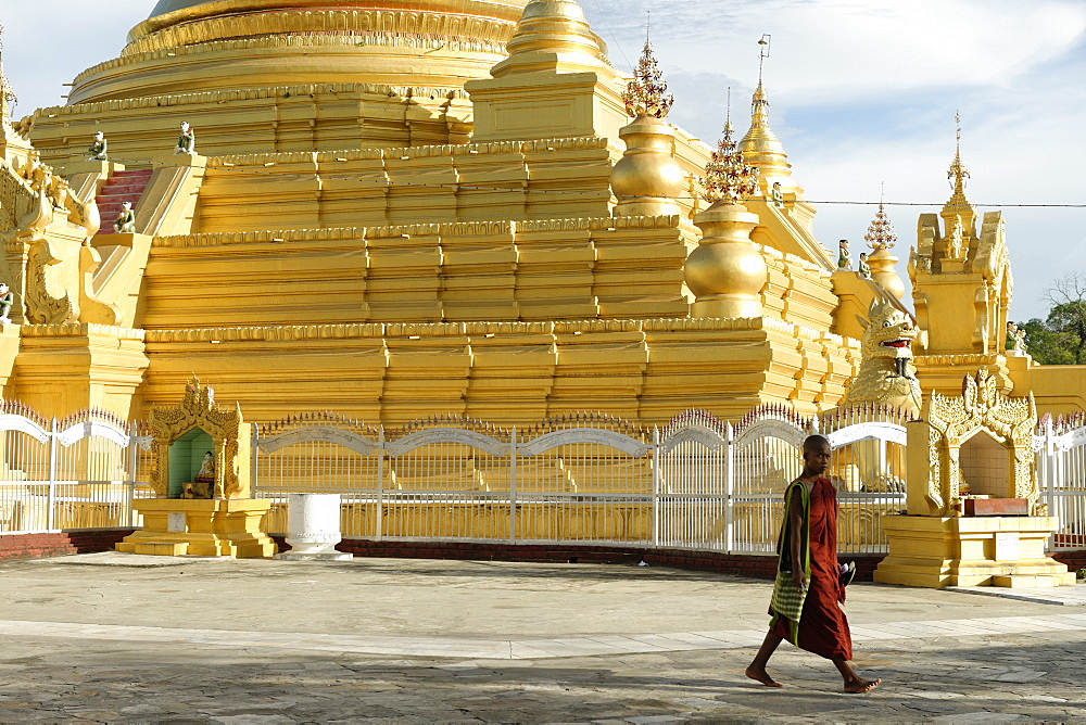 The Kuthodaw Pagoda, Mandalay city, Mandalay Division, Republic of the Union of Myanmar (Burma), Asia