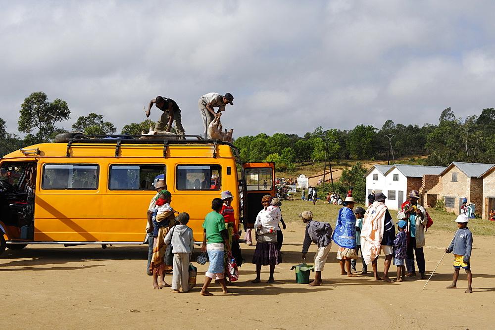 Bush taxi, Friday market in the Betsileo country, around Fianarantsoa, Madagascar, Africa  - 724-2471