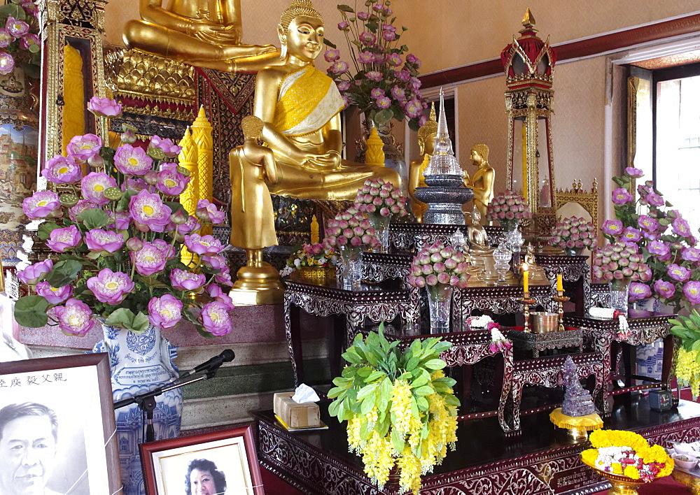 Wat Yannawa temple, built early in the nineteenth century a short distance south of Taksin Bridge, Bangkok, Thailand, Southeast Asia, Asia - 724-2507