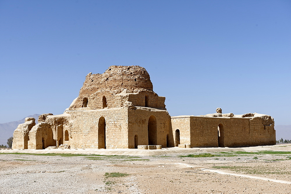 The Sarvestan Palace built by the Sasanian king Bahramgur, 5th century, Sarvestan, Fars, Iran, Middle East - 724-2558
