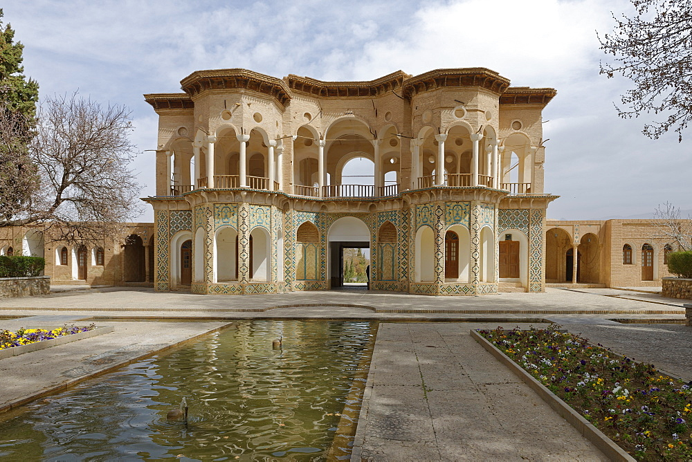 The central pavilion, The garden of Shahzadeh (Prince's Garden), Mahan, Province of Kerman, Iran, Middle East - 724-2564