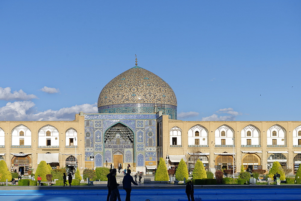 Sheikh Lutfallah Mosque, Naghsh-e Jahan Square, Isfahan, Iran, Middle East - 724-2612