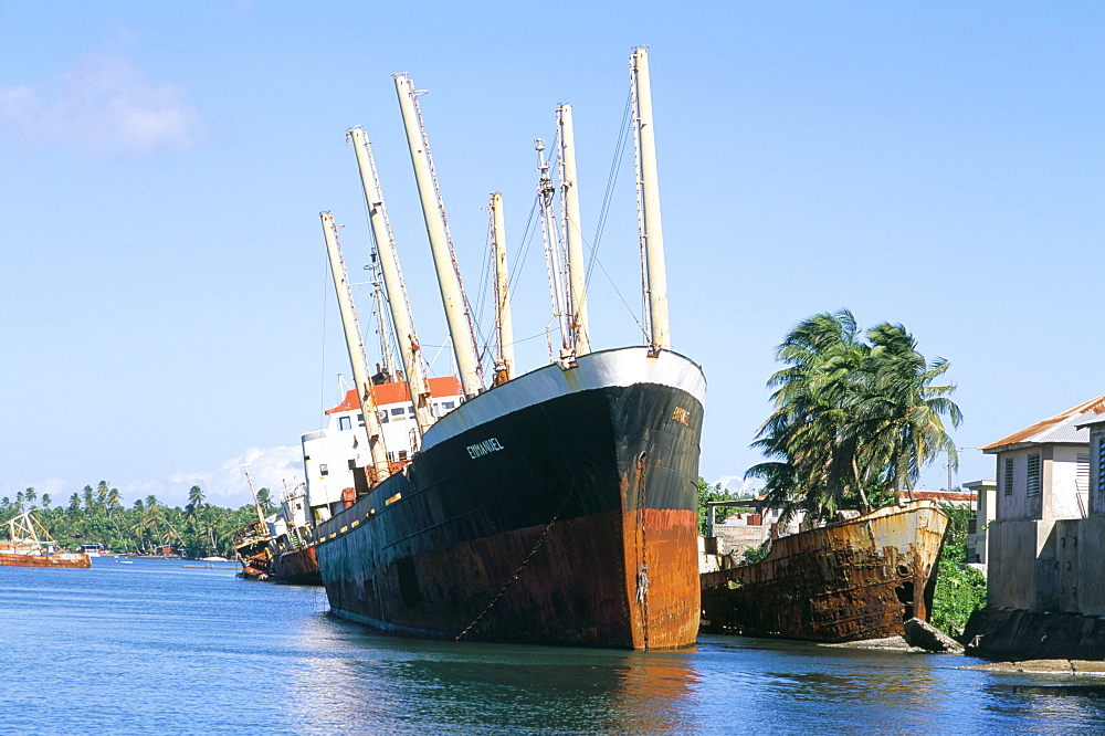 Wrecked boat after Cyclone Marylin in 1995, Cote de Roseau, island of Dominica, West Indies, Central America