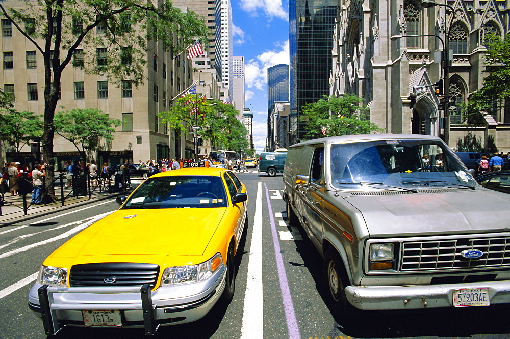 Yellow cab and truck, New York, USA *** Local Caption ***