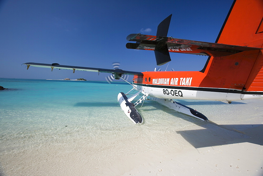 Air Taxi, Maldives - 728-3630