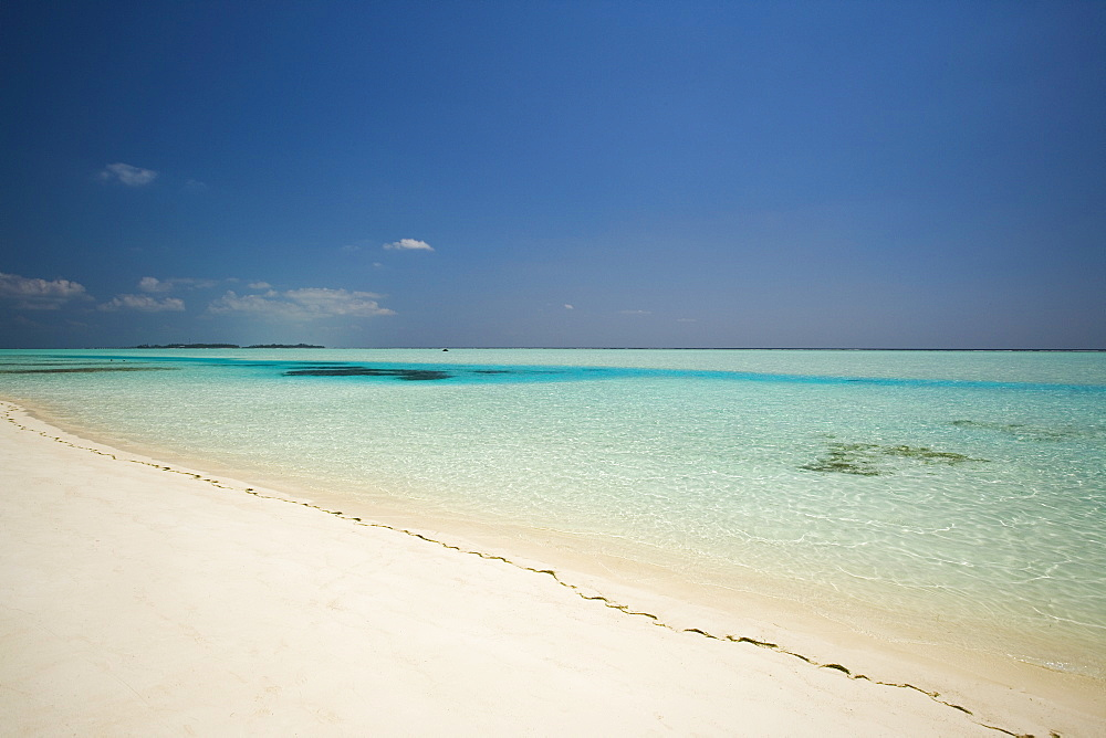 Remote beach, Maldive Islands, Indian Ocean, Asia