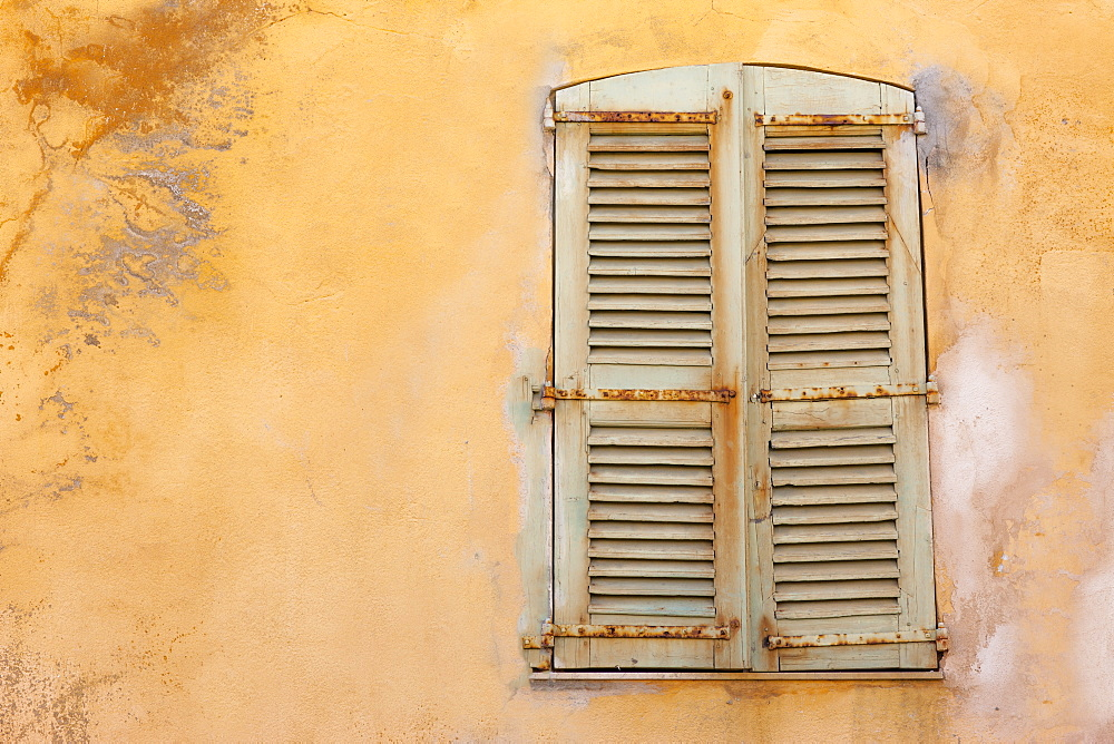 Yellow shutters, St. Tropez, Var, Provence, Cote d'Azur, France, Europe